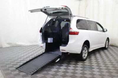 Commercial Wheelchair Vans for Sale - 2018 Toyota Sienna LE ADA Compliant Vehicle VIN: 5TDKZ3DC3JS909868