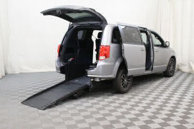 Commercial Wheelchair Vans for Sale - 2018 Dodge Grand Caravan SE Plus ADA Compliant Vehicle VIN: 2C4RDGBG5JR198581