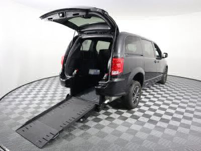 Commercial Wheelchair Vans for Sale - 2018 Dodge Grand Caravan GT ADA Compliant Vehicle VIN: 2C4RDGEG2JR334936