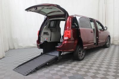 Commercial Wheelchair Vans for Sale - 2017 Dodge Grand Caravan SXT ADA Compliant Vehicle VIN: 2C4RDGCG6HR801367