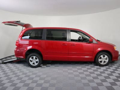 Commercial Wheelchair Vans for Sale - 2013 Dodge Grand Caravan SXT ADA Compliant Vehicle VIN: 2C4RDGCG4DR525068