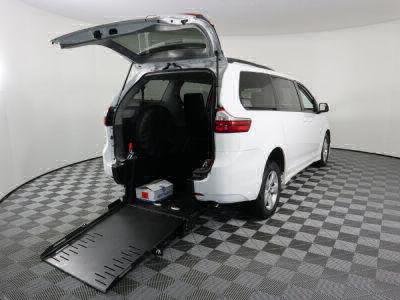 Commercial Wheelchair Vans for Sale - 2019 Toyota Sienna LE ADA Compliant Vehicle VIN: 5TDKZ3DC1KS011349