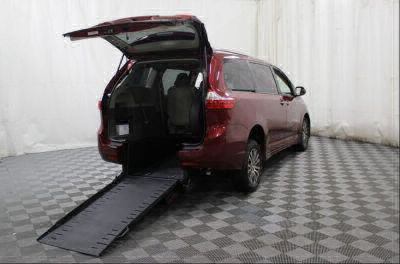 Commercial Wheelchair Vans for Sale - 2018 Toyota Sienna XLE ADA Compliant Vehicle VIN: 5TDYZ3DC0JS919011