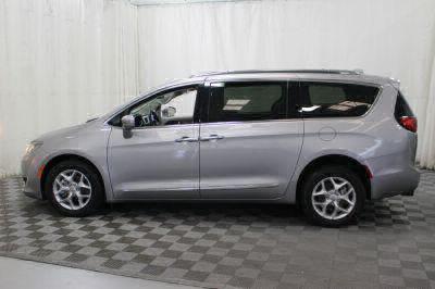 2017 Chrysler Pacifica Wheelchair Van For Sale -- Thumb #41