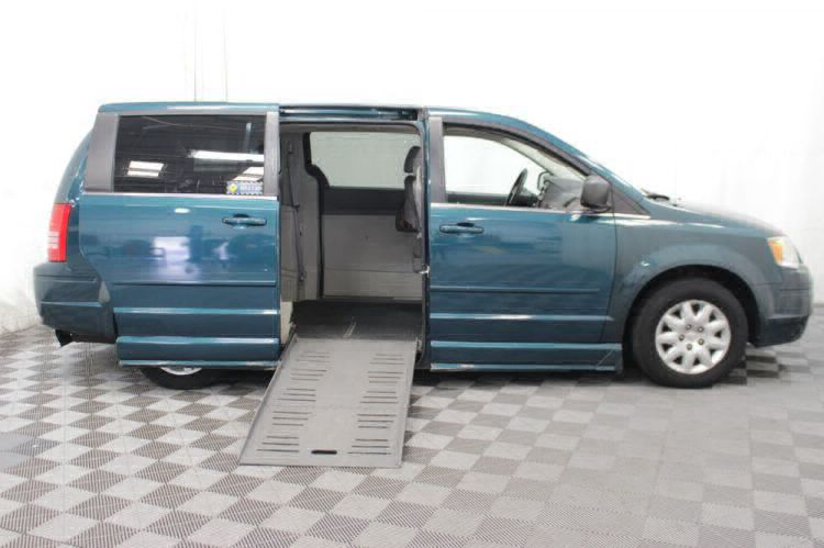 2009 Chrysler Town and Country LX Wheelchair Van For Sale #12