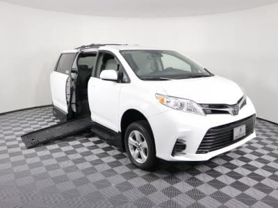 Handicap Van for Sale - 2018 Toyota Sienna LE Wheelchair Accessible Van VIN: 5TDKZ3DC3JS926136