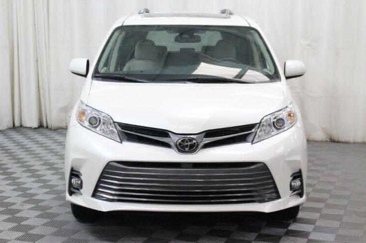 2018 Toyota Sienna XLE Wheelchair Van For Sale #20