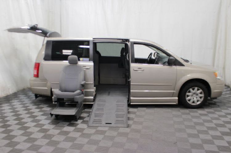 2009 Chrysler Town and Country LX Wheelchair Van For Sale #10