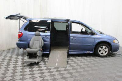2007 Dodge Grand Caravan SXT Wheelchair Van For Sale -- Thumb #4