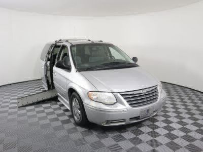 Used Wheelchair Van for Sale - 2006 Chrysler Town & Country Limited Wheelchair Accessible Van VIN: 2A8GP64L56R641959