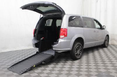 Commercial Wheelchair Vans for Sale - 2018 Dodge Grand Caravan SE Plus ADA Compliant Vehicle VIN: 2C4RDGBG2JR214977