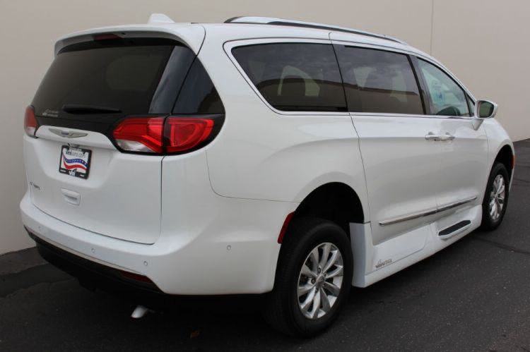 2018 Chrysler Pacifica Touring L Wheelchair Van For Sale #5