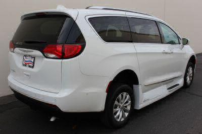 2018 Chrysler Pacifica Wheelchair Van For Sale -- Thumb #5