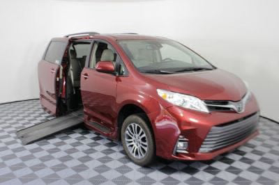 Commercial Wheelchair Vans for Sale - 2018 Toyota Sienna XLE ADA Compliant Vehicle VIN: 5TDYZ3DC5JS928447