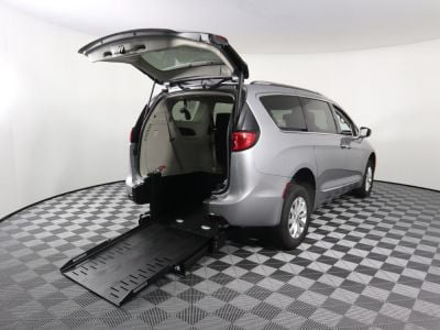 Commercial Wheelchair Vans for Sale - 2019 Chrysler Pacifica Touring L ADA Compliant Vehicle VIN: 2C4RC1BG2KR652254