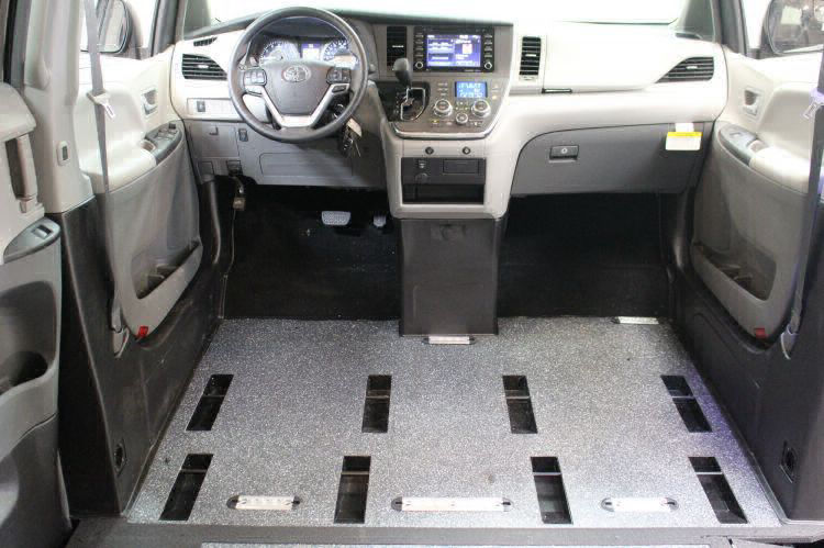 2018 Toyota Sienna LE Wheelchair Van For Sale #10