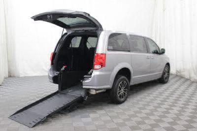 Commercial Wheelchair Vans for Sale - 2018 Dodge Grand Caravan SE Plus ADA Compliant Vehicle VIN: 2C4RDGBG0JR198584