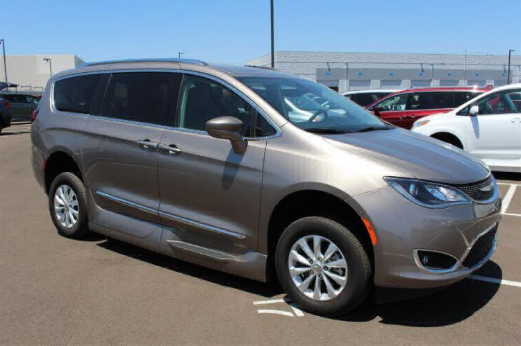 2018 Chrysler Pacifica Touring L Wheelchair Van For Sale #4