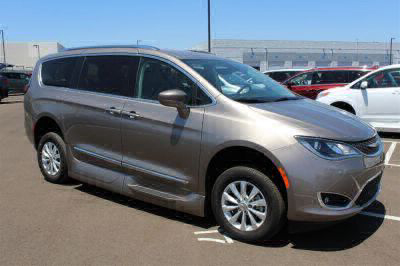 2018 Chrysler Pacifica Wheelchair Van For Sale -- Thumb #4