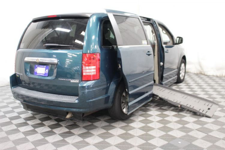 2009 Chrysler Town and Country LX Wheelchair Van For Sale #14