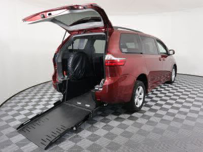 Commercial Wheelchair Vans for Sale - 2019 Toyota Sienna LE ADA Compliant Vehicle VIN: 5TDKZ3DC0KS011200