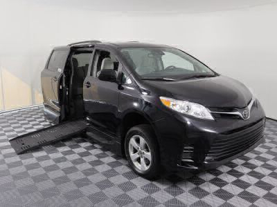 Handicap Van for Sale - 2018 Toyota Sienna LE Wheelchair Accessible Van VIN: 5TDKZ3DC6JS902655