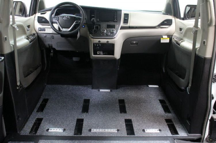 2019 Toyota Sienna XLE Wheelchair Van For Sale #9