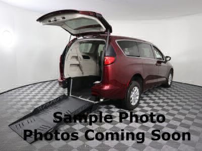 Commercial Wheelchair Vans for Sale - 2019 Chrysler Pacifica Touring L ADA Compliant Vehicle VIN: 2C4RC1BG8KR597289