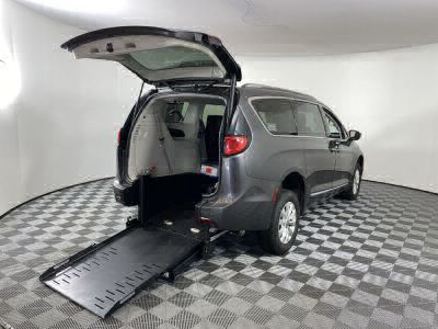 Commercial Wheelchair Vans for Sale - 2019 Chrysler Pacifica Touring L ADA Compliant Vehicle VIN: 2C4RC1BG0KR685530