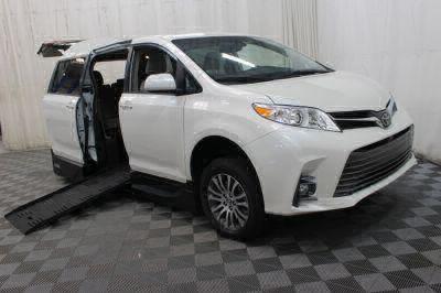 2019 Toyota Sienna Wheelchair Van For Sale