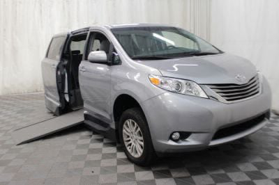 Used Wheelchair Van for Sale - 2017 Toyota Sienna XLE 8-Passenger Wheelchair Accessible Van VIN: 5TDYZ3DC4HS886136