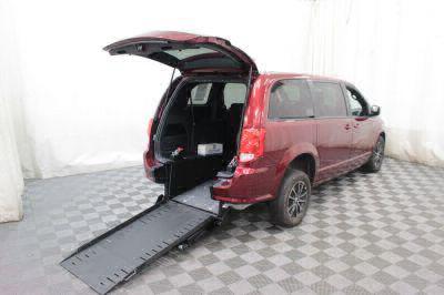 Commercial Wheelchair Vans for Sale - 2018 Dodge Grand Caravan SE Plus ADA Compliant Vehicle VIN: 2C4RDGBG3JR198952