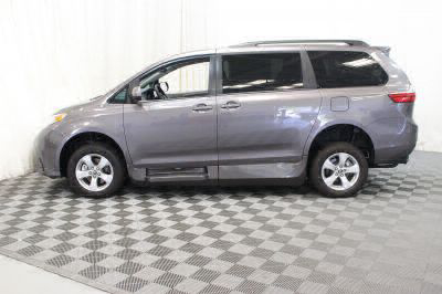 2018 Toyota Sienna Wheelchair Van For Sale -- Thumb #21