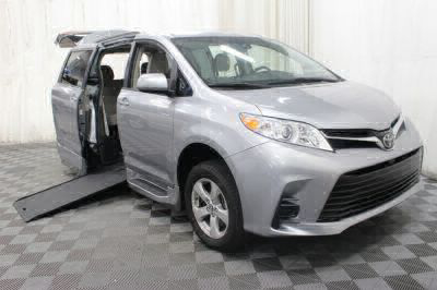 Commercial Wheelchair Vans for Sale - 2018 Toyota Sienna LE ADA Compliant Vehicle VIN: 5TDKZ3DC8JS916525