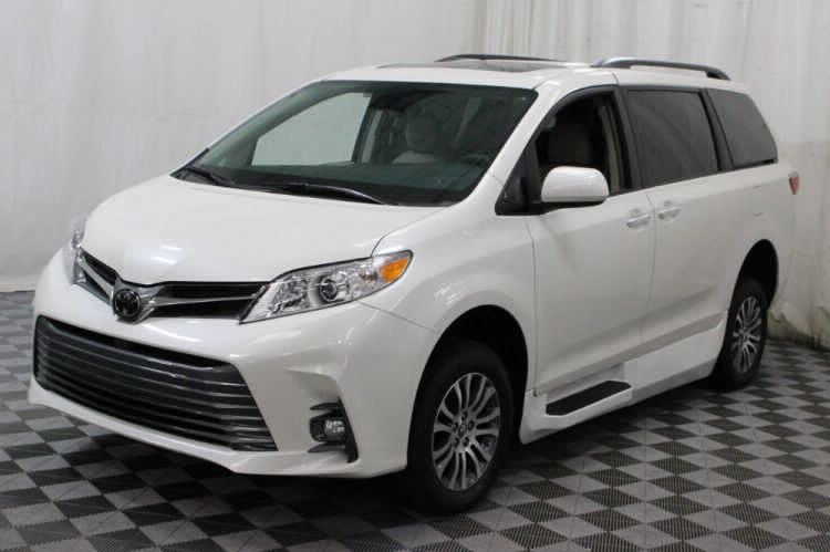 2018 Toyota Sienna XLE Wheelchair Van For Sale #19