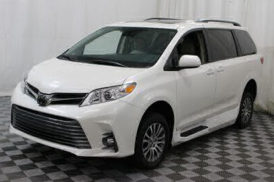 2018 Toyota Sienna Wheelchair Van For Sale -- Thumb #19