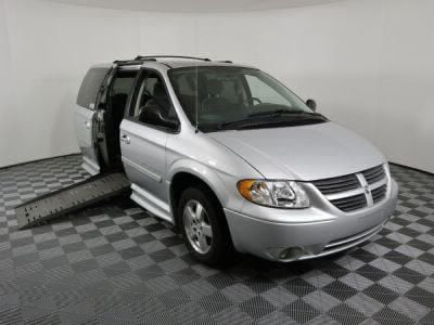 Used Wheelchair Van for Sale - 2005 Dodge Grand Caravan SXT Wheelchair Accessible Van VIN: 2D4GP44L55R596454