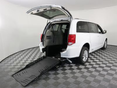 Commercial Wheelchair Vans for Sale - 2019 Dodge Grand Caravan SXT ADA Compliant Vehicle VIN: 2C4RDGCG9KR621758
