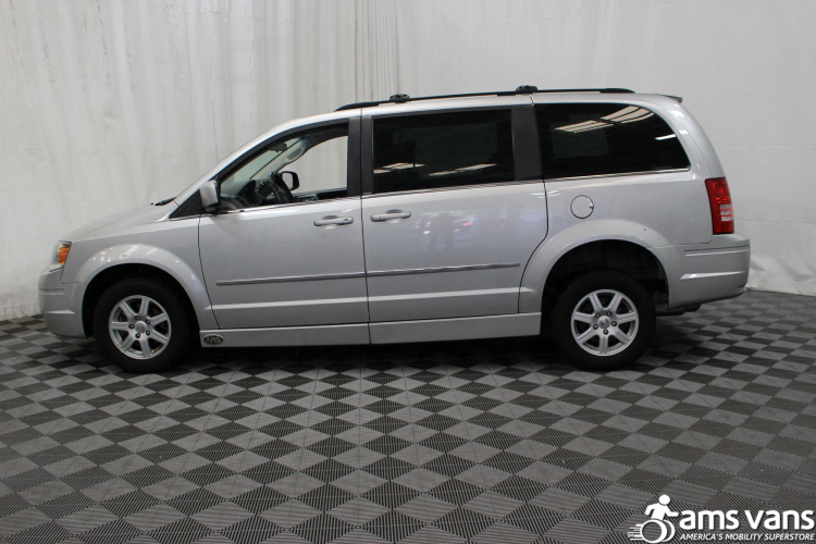 2010 Chrysler Town and Country Touring Wheelchair Van For Sale #6