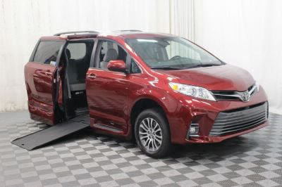 Commercial Wheelchair Vans for Sale - 2019 Toyota Sienna XLE ADA Compliant Vehicle VIN: 5TDYZ3DC6KS984771