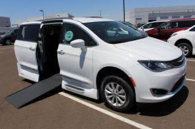 2018 Chrysler Pacifica Wheelchair Van For Sale -- Thumb #1
