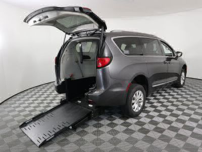 Commercial Wheelchair Vans for Sale - 2019 Chrysler Pacifica Touring L ADA Compliant Vehicle VIN: 2C4RC1BGXKR593020
