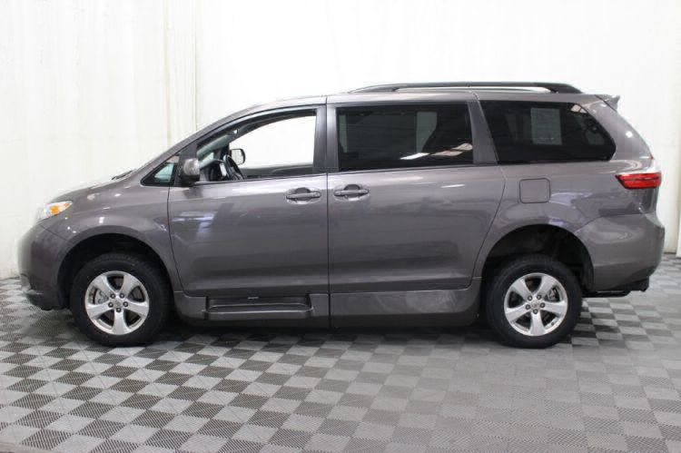 2017 Toyota Sienna LE Wheelchair Van For Sale #37