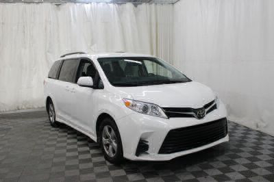 Commercial Wheelchair Vans for Sale - 2018 Toyota Sienna LE ADA Compliant Vehicle VIN: 5TDKZ3DC7JS910988