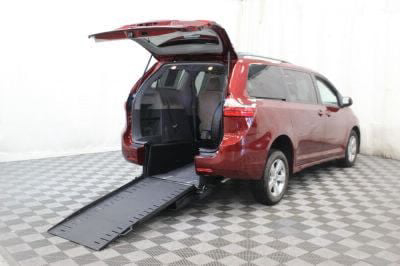 Commercial Wheelchair Vans for Sale - 2018 Toyota Sienna LE ADA Compliant Vehicle VIN: 5TDKZ3DC1JS906189