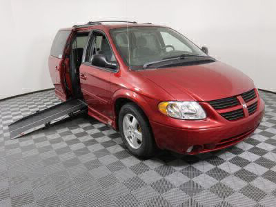 Used Wheelchair Van for Sale - 2005 Dodge Caravan SXT Wheelchair Accessible Van VIN: 2D4GP44L35R158595