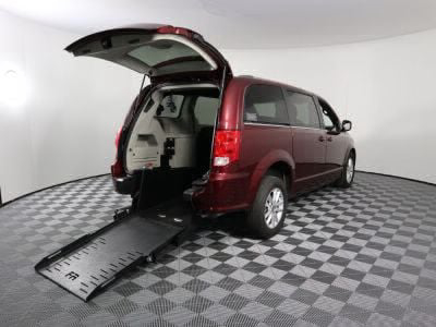 Commercial Wheelchair Vans for Sale - 2018 Dodge Grand Caravan SXT ADA Compliant Vehicle VIN: 2C4RDGCG6JR265977