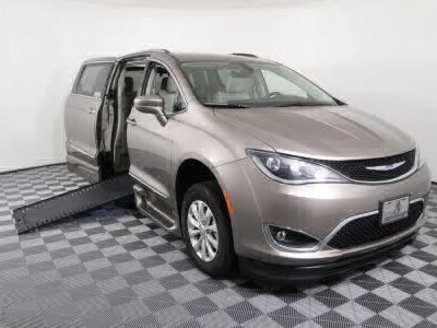 Used Wheelchair Van for Sale - 2018 Chrysler Pacifica Touring L Wheelchair Accessible Van VIN: 2C4RC1BG5JR295151