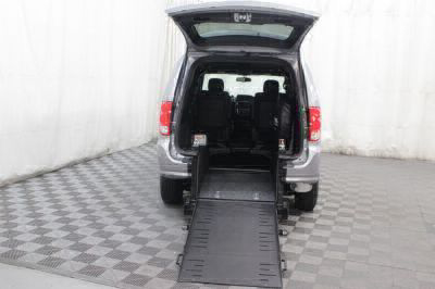 Commercial Wheelchair Vans for Sale - 2018 Dodge Grand Caravan SE Plus ADA Compliant Vehicle VIN: 2C4RDGBG3JR199342