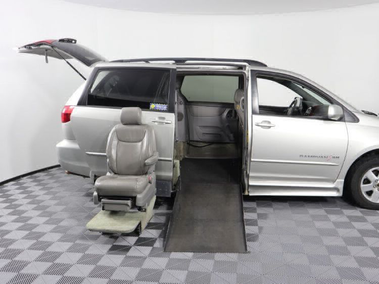 2004 Toyota Sienna XLE Wheelchair Van For Sale #13